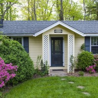 Boxwood Cottage in the Spring