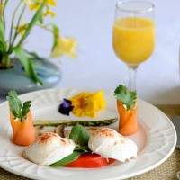 Eggs Florentine with Rolled Salmon and Grilled Asparagus & Mushrooms